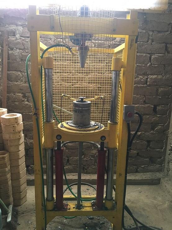 La máquina que fabrica crisoles
