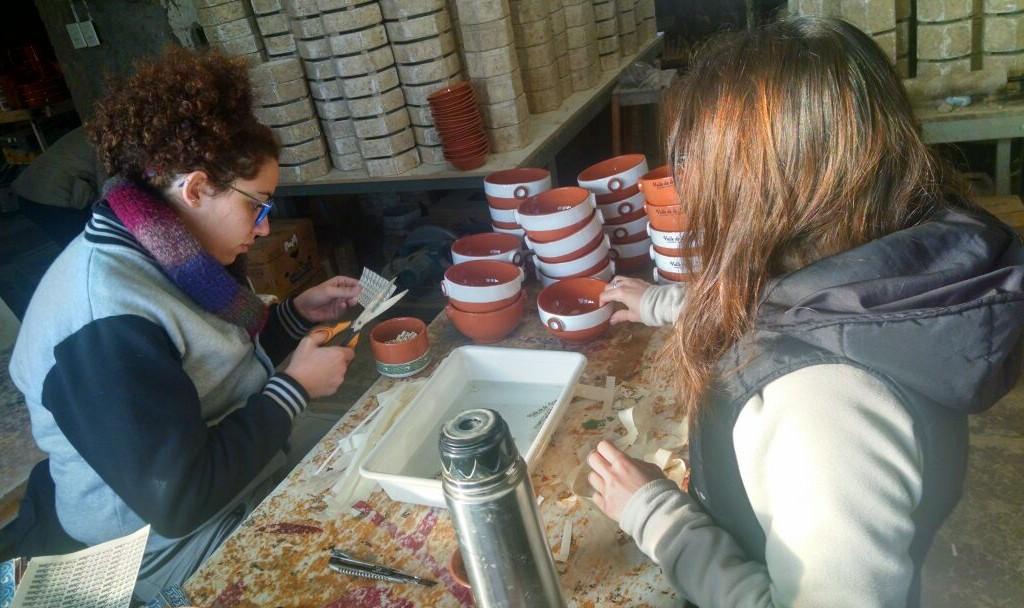 La harencia. Las hijas de Ruíz en su taller